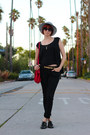 Black-levis-jeans-white-thrifted-vintage-hat-red-thrifted-vintage-bag