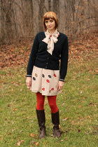 navy American Airlines cardigan - dark brown AK Anne Klein boots