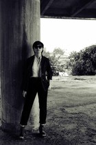 black blazer St Yves blazer - beige shirt shirt - black pants giordano pants - b
