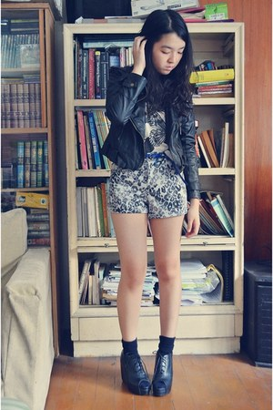 silver Forever 21 shorts - black Forever 21 socks - blue Singapore belt