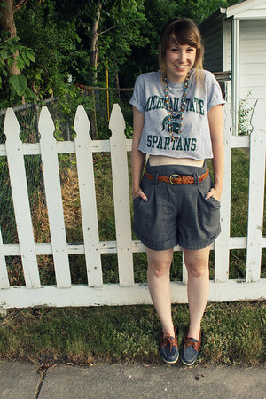 high-waisted Forever 21 shorts - top sliders sperry shoes - t-shirt DIY shirt
