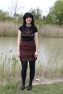 Black-hot-topic-t-shirt-red-thirfted-skirt-black-cvs-tights-black-payless-
