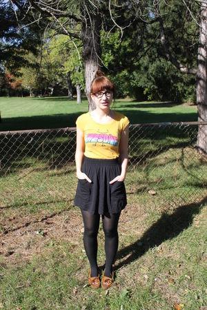 yellow sears t-shirt - black Forever 21 skirt - brown Minnetonka shoes - black R