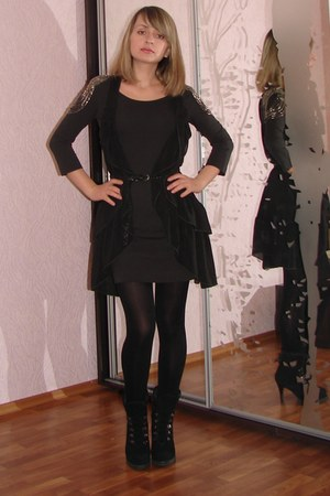 dark gray H&M dress - black suede Aldo heels - dark gray H&M vest - black leathe