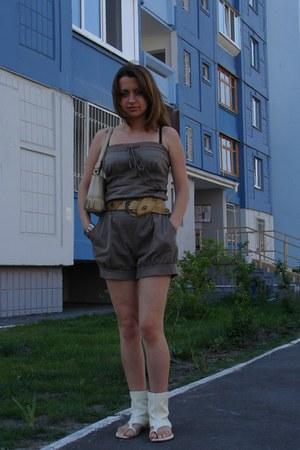 beige bag - heather gray romper - cream Mascotte flats - bronze belt