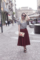 maroon cotton chlorineclothe skirt - charcoal gray cotton H&M t-shirt