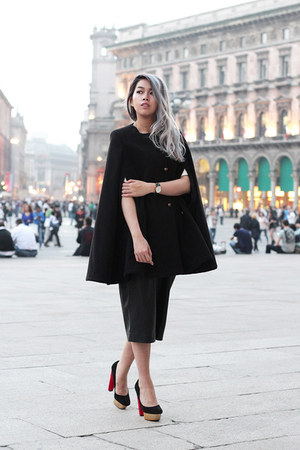 black shopdeca cape - black oversized Zara pants - black Zara heels