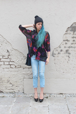 black DIY hat - light blue Zara jeans - black vintage shirt - navy vintage bag