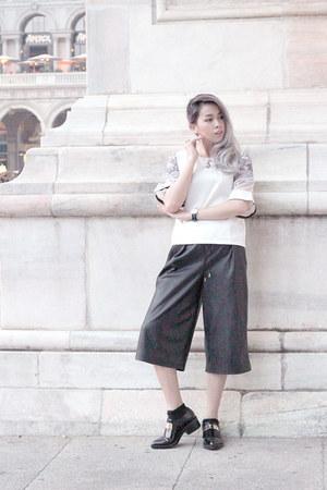 white oversized shopdeca top - black leather pants Zara pants