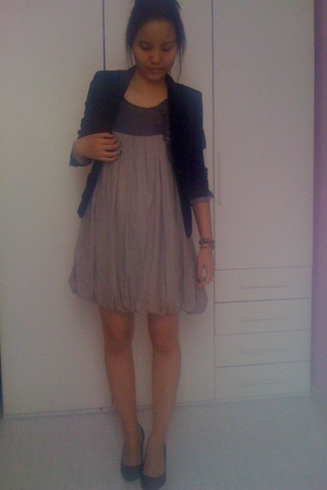 H&M blazer - mizeko shoes - accessorizes accessories