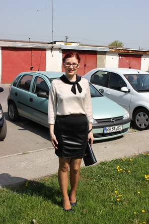 black Amisu skirt - cream Orsay shirt - navy no name heels
