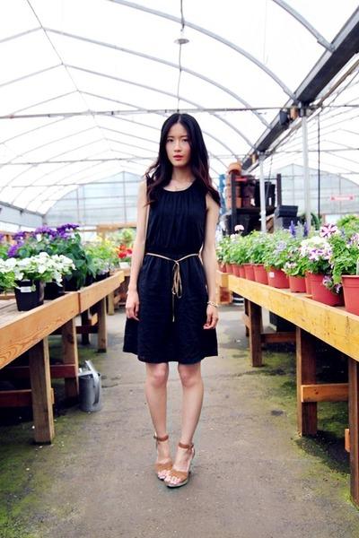 black the latest scoop dress
