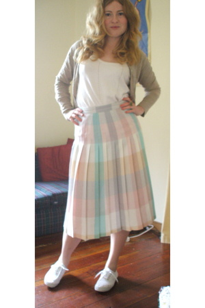 vintage skirt - vintage top - Sussan sweater - number one shoe warehouse shoes