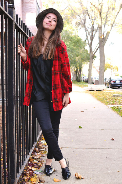 brick red Cathy Daniels cardigan - black LOVE STORY shoes - black angels jeans