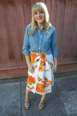 vintage skirt - J Crew shirt - simply vera wang sandals