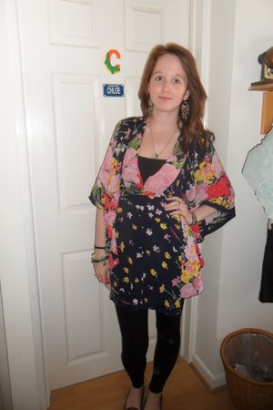 River Island top - Primark shoes - H & M leggings - Dorothy Perkins earrings