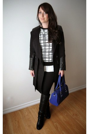 black trench coat coat - blue quilted bag