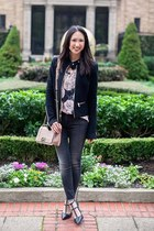 black pumps banana republic shoes - dark gray skinny jeans mother jeans