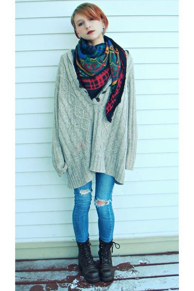 vintage scarf - skinny Levi jeans