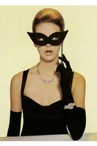 black dress - black accessories