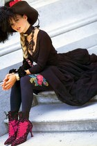 hot pink boots - black dress - black hat