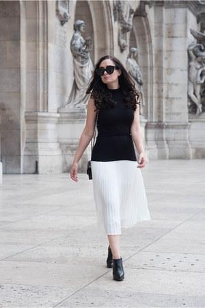 white Aritzia skirt