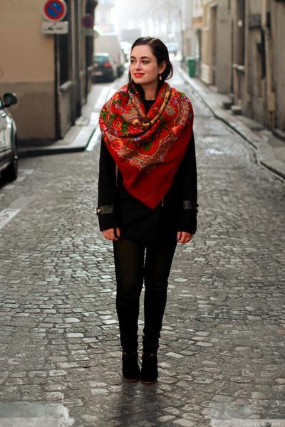 red comtesse sofia scarf