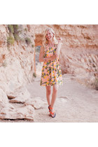 light yellow lemon print Bicycle Boutique dress - carrot orange Teva sandals