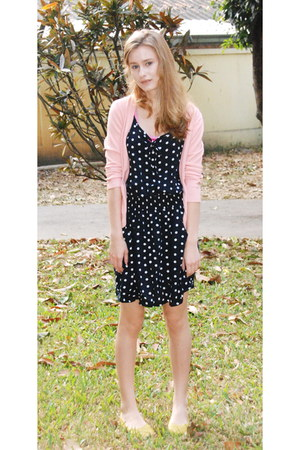 navy dress - yellow flats - light pink cardigan