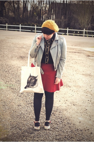 black thrfited shirt - eggshell fox librislunaria bag - red gifted skirt