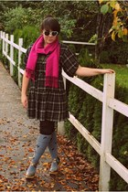 magenta Old Navy scarf - olive green necklace - charcoal gray Sock Dreams socks