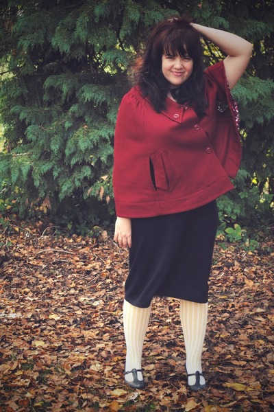 brick red Tulle Clothing - gray thrifted dress - light yellow Sock Dreams socks