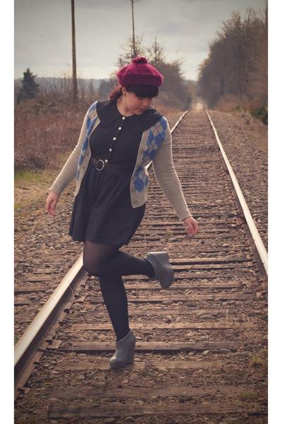 magenta hat - heather gray argyle Gap sweater - charcoal gray Pour La Victoire w
