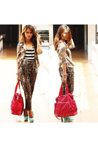 brown leopard print H&M pants - hot pink tote Victorias Secret bag