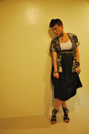 black maxi vintage skirt - ear cuff Quirkypedia accessories