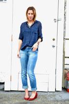 blue boyfriend madewell jeans - navy madewell blouse