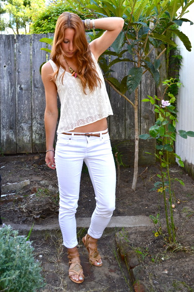 White Kut Jeans, Hot Pink Aldo Necklaces, White Cropped Therapy ...