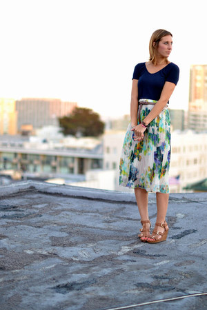 ivory Jack by BB Dakota skirt - navy Splendid shirt - camel H&M sandals