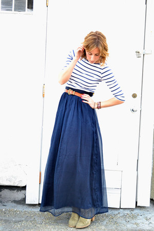 navy maxi Line &amp; Dot skirt - light brown madewell boots - brown vintage belt