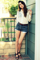 white vintage top - black vintage levis shorts - brown vintage belt - brown Urba