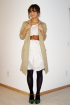 beige trench Gap coat - green suede vintage shoes - beige silk Clu dress