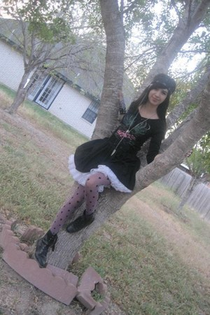 black boots - black shirt - purple hearts Claires tights