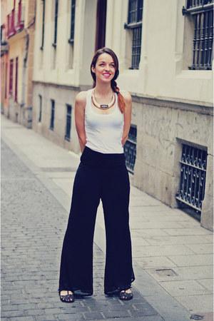 black VJ-style pants - white Zara t-shirt - black xti sandals