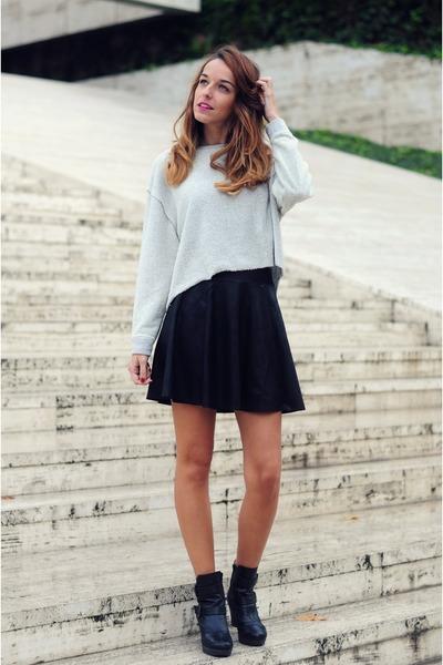 silver rizo pull&bear sweater - black leather pull&bear skirt