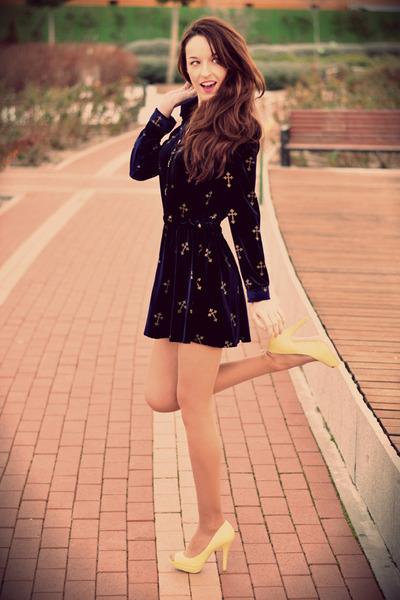 VJ-style dress - Pull & Bear heels