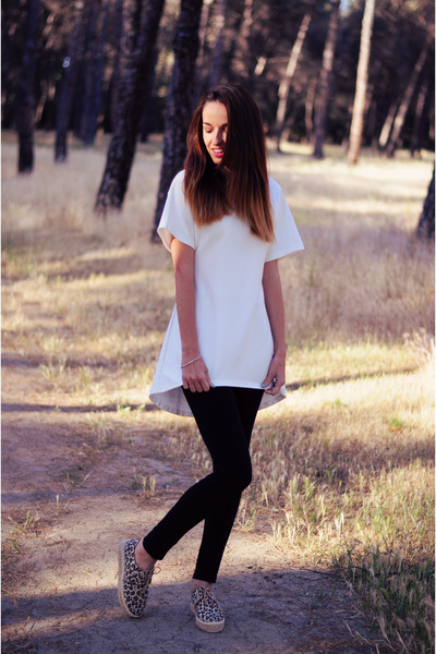 white Front Row Shop blouse - black platino leggings