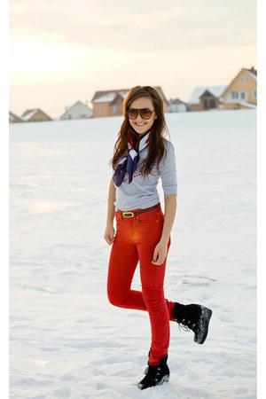 Bershka blouse - red Bershka pants - black stone creek wedges