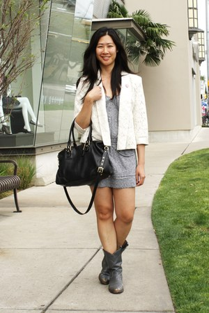 ivory lace abercrombie and fitch blazer - black coach bag