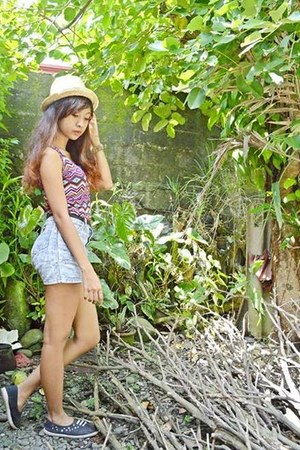 amethyst aztec top - camel buri hat hat - heather gray denim COUGAR shorts