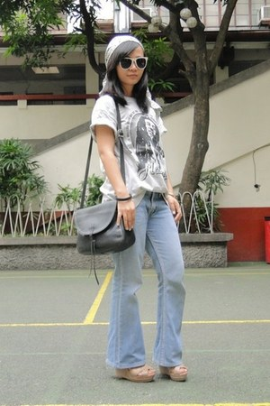 heather gray from my brother shirt - blue random brand jeans - tan Matthews shoe